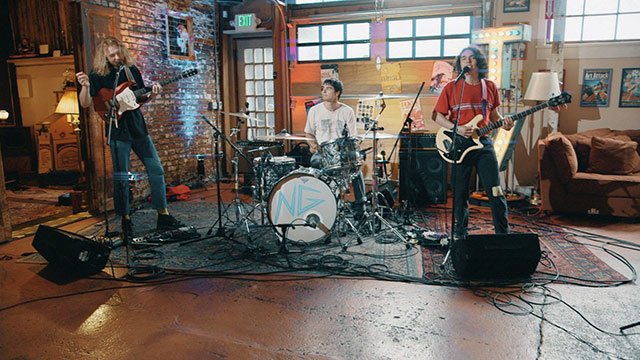 Art Zone: Naked Giants perform 'Everybody Thinks They Know (But No One Really Knows)'