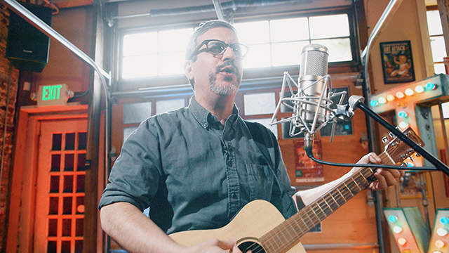 Art Zone: Eric Elbogen of Say Hi performs 'Sweaters'