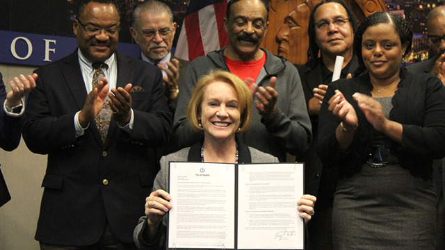 Mayor signs Executive Order advancing contracting equity for women & minority business enterprise