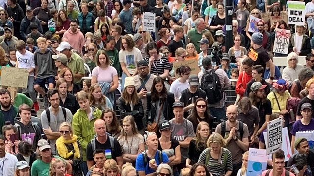 Thousands of Seattle youth demonstrate during Global Climate Strike