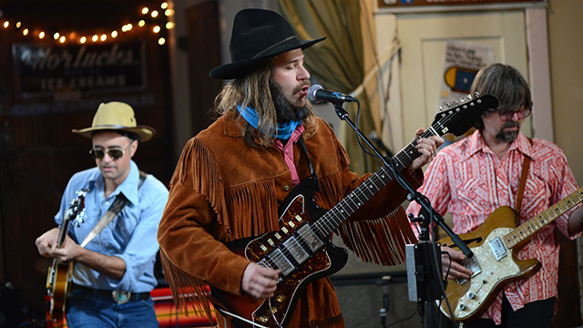 "Low Hums performs ""Tunnel of Light"""