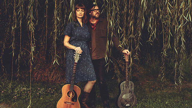 "Art Zone: Powerhouse music duo Tekla Waterfield and Jeff Fielder perform ""Better Days"""